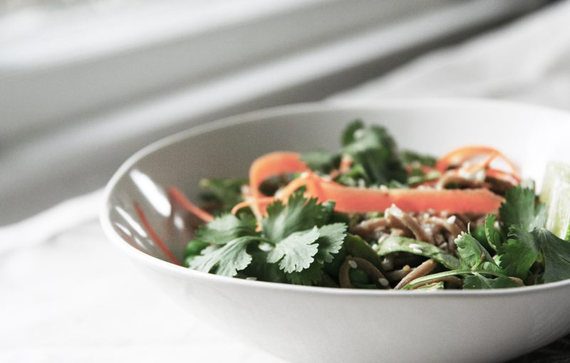Soba noodle bowl with spinach, carrots, sweet peas and ginger peanut sauce