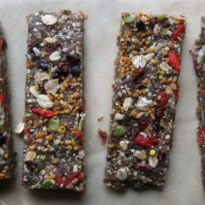 Superfood Energy Bars // Goji Berries, Cacao Nibs, Bee Pollen, Honey, Sesame Seeds, Pumpkin Seeds, Chia Seeds, Dates, Hazelnuts, Walnuts, Pecans, Sunflower Seeds