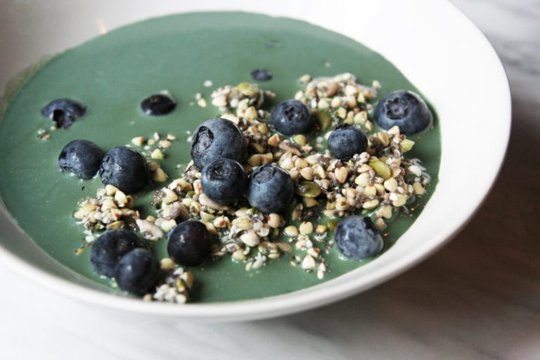 Seed Muesli with Spirulina Milk and Blueberries